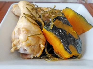 糸切こんぶとかぼちゃと手羽元の煮物