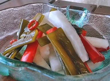 茎わかめと野菜のピクルス