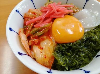 めかぶキムチ納豆丼
