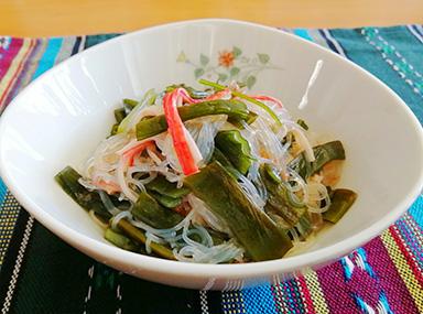 茎わかめと春雨の中華風サラダ